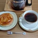 五島軒 - アップルパイをホットコーヒー(スタバのグアテマラ・アンティグア)と一緒に