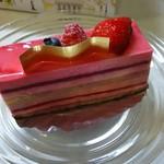 ビゴの店 - 料理写真:名前忘れました(フランボワーズのムースを使ったケーキです)