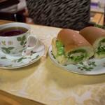 魔女のコッペパン - 魔女のコッペパンと紅茶
