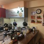 67057501 - 食後にカウンターから調理場を撮影させて頂きました。