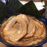 伊予 源氏車 - 特製中華そば。チャーシューとこってりした魚介系スープでボリューム満点。
