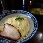 67060187 - 「つけ麺」には、炙りチャーシューとカイワレ