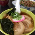 はやぶさ温泉 食事処 - 料理写真:メニューには無いチャーシューメン&牛丼