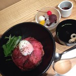 立田野茶寮 - ローストビーフ丼