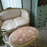 和がし 葉な - アンティークのテーブルとソファ