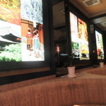 67069456 - ラウンジ風の内装と写真パネル