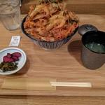 博多てんぷら・水炊きおでん なかお - 博多かき揚げ丼¥550。ボリュームはある。