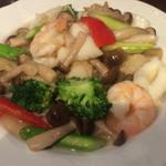 67070105 - 三種海の幸と季節野菜炒め