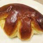 スペイン窯 パンのトラ - トラのクリームパン