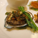 スーツァン・レストラン陳 - 前菜 アワビ 葱と生姜で 菜の花添え