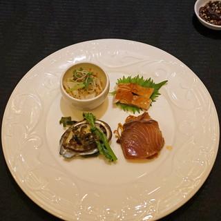スーツァン・レストラン陳 - 料理写真:前菜」]・・・・・アワビ 葱と生姜で 菜の花添え、鰤の紹興酒漬け、白海老の押し豆腐和え 冬虫夏草とパクチーとともに、鶏の焼き物 醤油風味