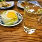 大衆食堂 稲田屋 - ぬる燗(天寶一)