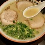 エイジ屋ちゅーぼー - ラーメン大(650円)スープアップ