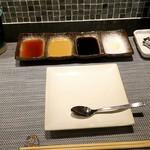67074389 - ソースは4種類、左から出汁醤油、オーロラソース+からし、ソース、塩です。一番右はレモンです。
