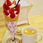 67075205 - 紅ほっぺ苺ソフトクリームと自家焙煎コーヒー