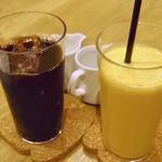 セントル ザ・ベーカリー - ネルドリップアイスコーヒーとミックスジュース