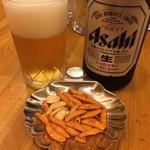 共栄堂 - 中瓶ビールと柿ピー