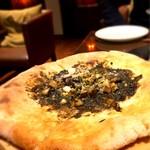 BARLEY WHEAT - 予約でサービスで頂いたボロネーゼのピザ