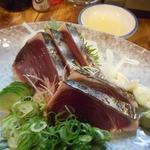 居酒屋 葉牡丹 - 横のお客さんが注文した鰹のタタキ1080円