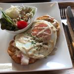 ディーズ カフェ ぶんぶん - 料理写真:ファンネルケーキのブランチ