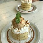 とろもカフェ - 栗ジェラートとキャラメルソースのパンケーキ