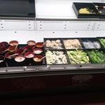 東京大排档 - 跡形もなく味を変えれる調味料の数々