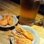 燻製と地ビール 和知 - お通しの海老
