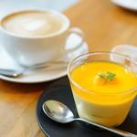 """ザ コンランショップ カフェ   - Dessert Set """"B"""" (\1,150) マンゴーのムース、カフェラテ (ホット)"""