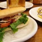 67091029 - BLTサンドはパンも軽い!ペロリ