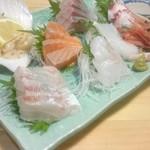 魚寅食堂 - 【お刺身盛り合せ】