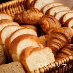 ハミングバード2000 - 15〜20種類のバラエティ豊かなパンが楽しめる『自家製パン』