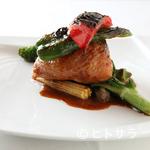 サン・ル・スー - 上質な旨味と香りが肉の中からあふれ出す『とりもも肉のフォアグラとキノコ入りリゾット詰めロースト』
