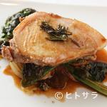 サン・ル・スー - 特製ソースで銘柄豚を堪能できる『つなんポークロース肉のロースト 緑こしょう風味』