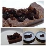 TTOAHISU - ◆ガトーショコラ・・私はお腹が一杯ですので、主人の分を多くしていただきました。 又改良されてお砂糖を使用されていないそうですが、チョコの風味を生かしながらもくどくない味わいでコレも美味しい。 ◆珈琲。