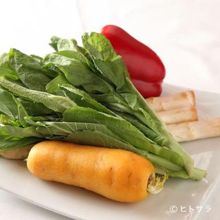 軽井沢や地元の八百屋で目利きした野菜が盛りだくさん