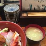 浜茂鮨 - 海鮮丼と味噌汁
