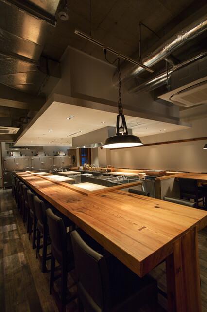 eat 麻布十番 - 地下1階鮨和食カウンター端には4名席も
