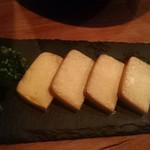 燻製キッチン - 16時間燻製したパリパリとろとろのチーズ