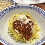 りょう華 - 四川半麺セット(激辛) 1000円。