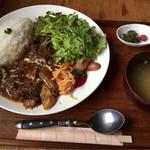 ヌーサ ヘッズ - 料理写真:やわらかなんこつアジアンスパイシー