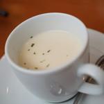 洋食 もくれん - お子様カレー780円のスープ