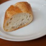 洋食 もくれん - ランチのパンは食べ放題