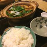 まことや - かしわ味噌煮込みうどん ¥920 椎茸トッピング ¥50 ご飯(小) ¥250