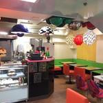 カフェ ペロリンガ - 入店には一定の覚悟が必要な内装ペロ