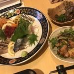 67105298 - タイラギとコンニャク、鯖フライのサラダ、刺身盛合せ