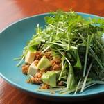 アボカドと塩豆腐のパクチーサラダ