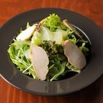 自家製鶏むねスモークチキンのサラダ