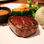 67107096 - ビクトリア・フィレにマッシュポテトと温野菜