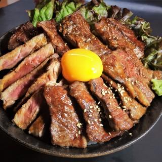 大好評の肉盛り丼!!そして、その先へ。