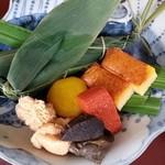 67109531 - ランチ先つけ、鯛寿司、鯛の子、紅こんにゃくなど